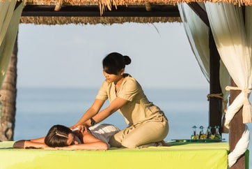 lady getting a massage from Balinese woman