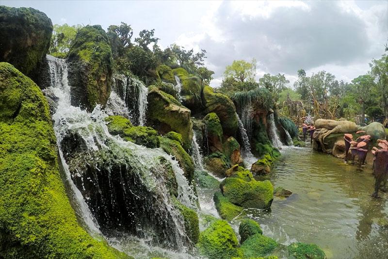 Pandora waterfalls draining into the lake